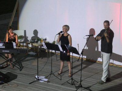 Trio Š.O.K. v zámeckých zahradách